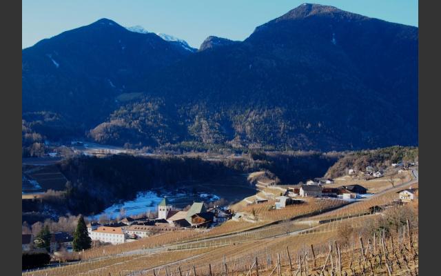 Kloster Neustift liegt im Tal