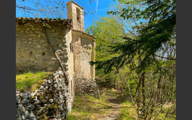 Apsis und Unterkirche, wo einst der Eremit hauste
