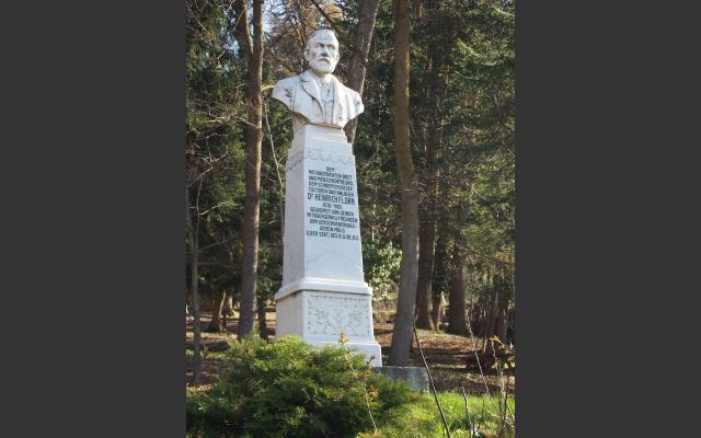 Der Park ist nach dem Arzt Heinrich Flora benannt