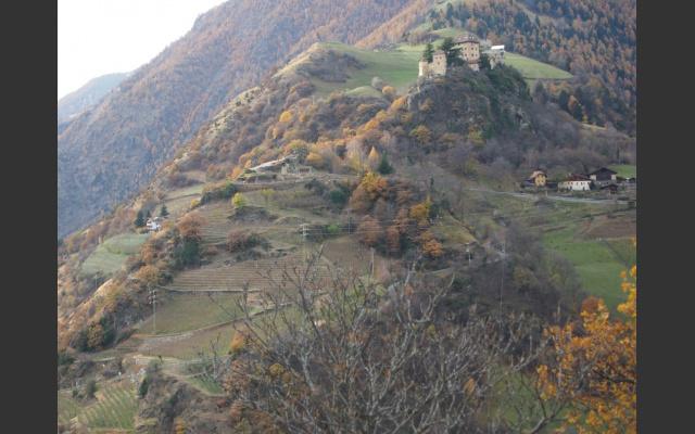 Bick zum Schloss Juval am Eingang zum Schnalstal