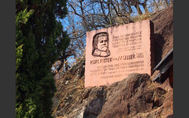 Gedenkstein an den Wohltäter v. Müller