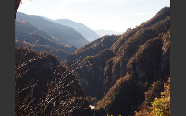 Blick nach Süden zu Rafenstein und dem Bozner Talkessel