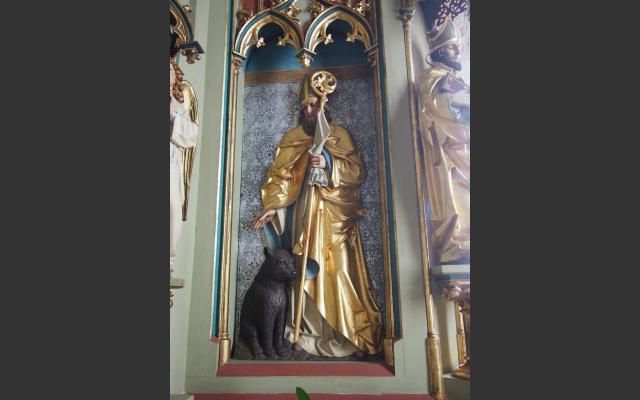 Der Hl. Korbinian mit dem Bär auf dem Altar