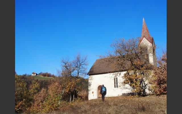 Das Johanneskirchlein auf der Felskuppe