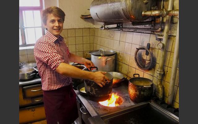 Auf dem Holzherd kochte es sich besser
