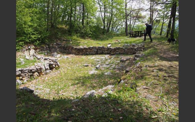 10_Archäologische Grabungsstätte