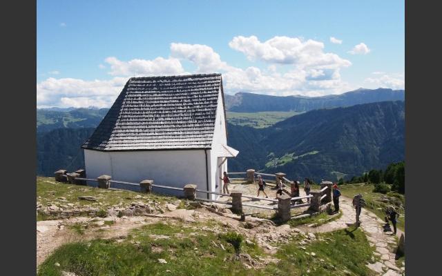 10_hl-kreuz-kapelle_auf_der_raschotz.jpg