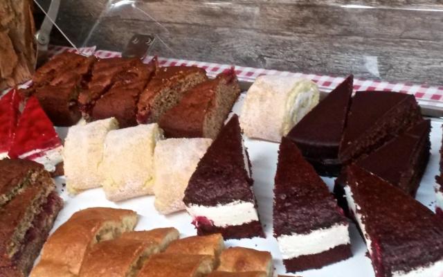 Das Kuchenbuffet auf der Alm