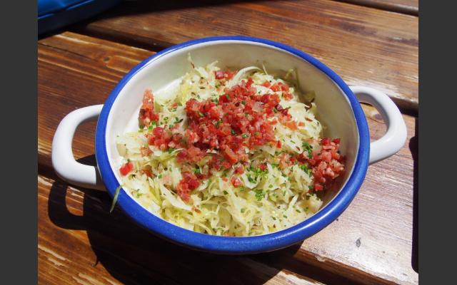 Krautsalat mit Speck beim Hennenstall