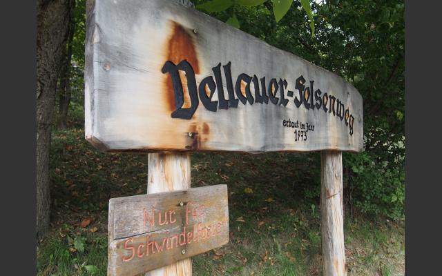 Warnung am Vellauer Felsenweg