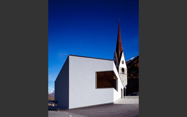 Mehrzweckgebäude Haus am Bühel von EM2 Architekten