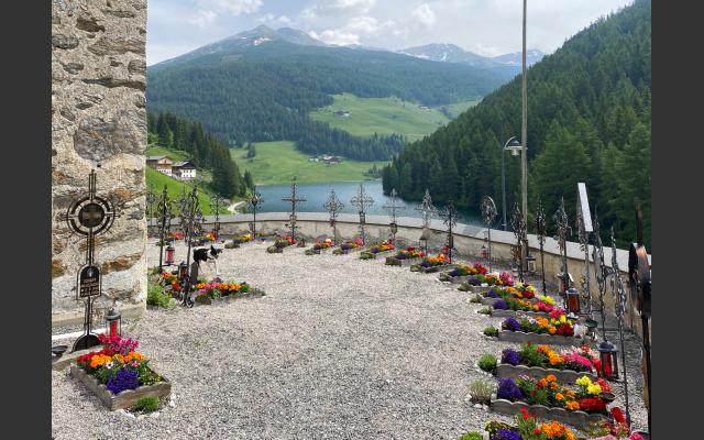2 - Wunderbar gepflegter Friedhof