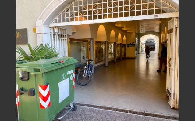 Der Eingang zur Gemeinde-Passage vom Waltherplatz aus, am 5. November 2020