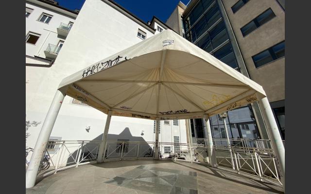 Der Pavillon, Bühne im Innenhof