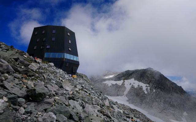 Neue Schwarzensteinhütte von Stifter + Bachmann