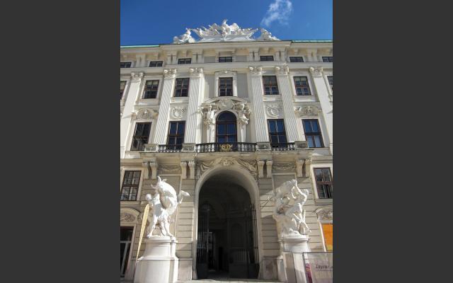 hofburg-imperial-palace-434556_1920.jpg