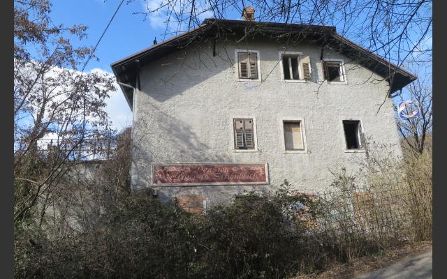 Bestandsgebäude, verlassen, aber nicht übel