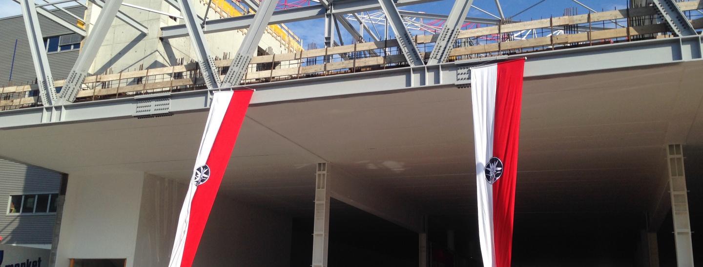 SVP-Fahnen bei Stahlbau Pichler