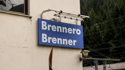 Brenner Schild Bahnhof